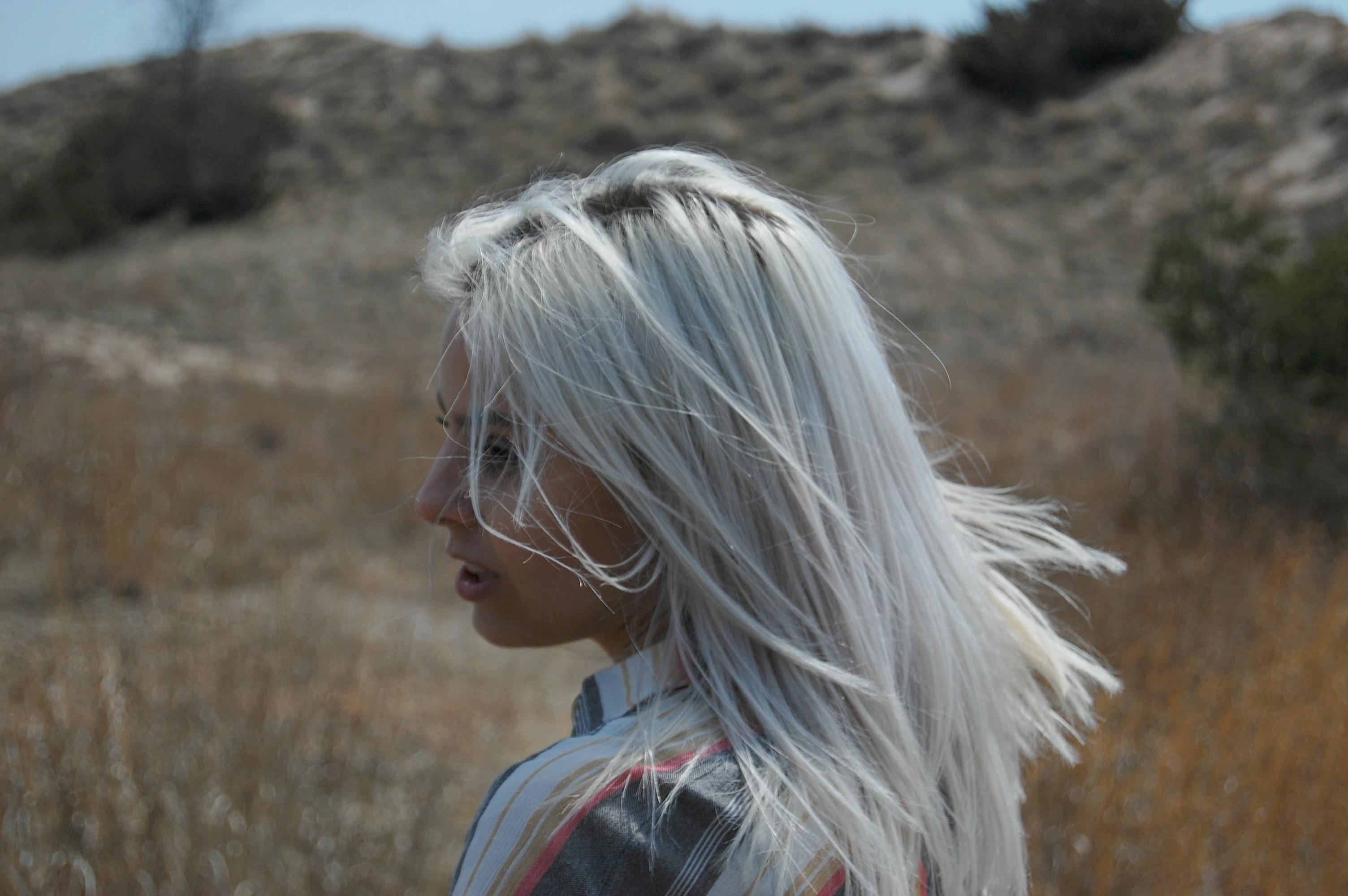 white hair, platinum hair